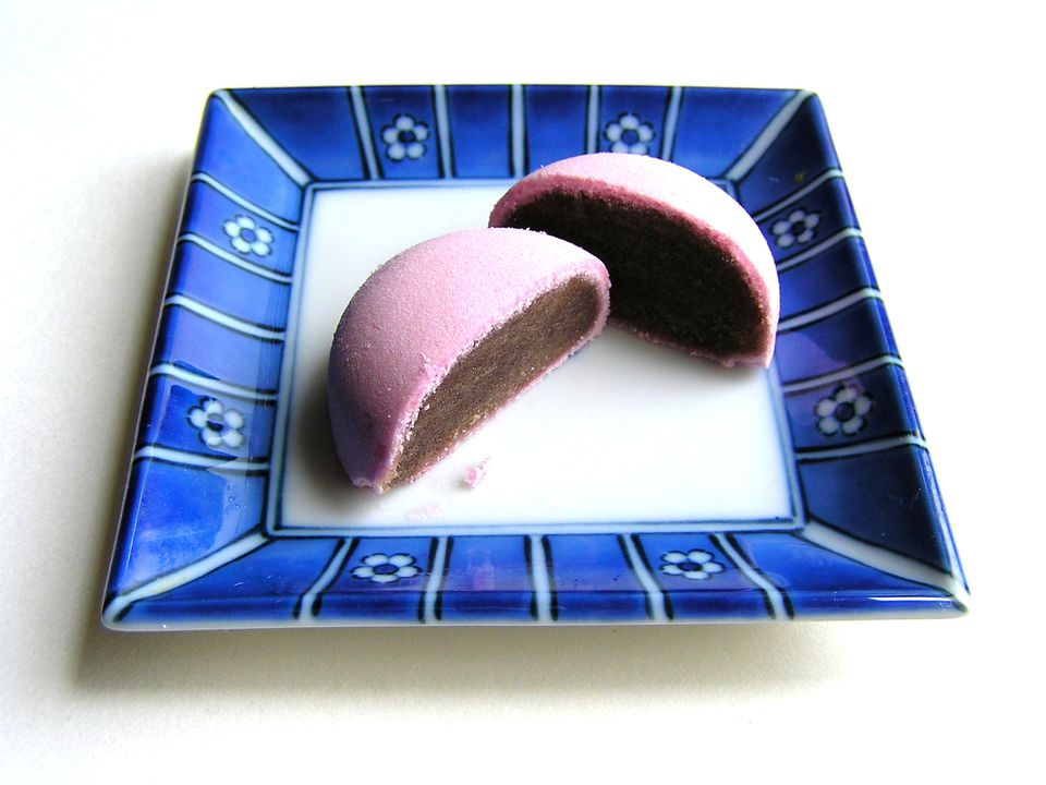 Manju (Japanese Steamed Cake with Sweet Red Bean Filling)