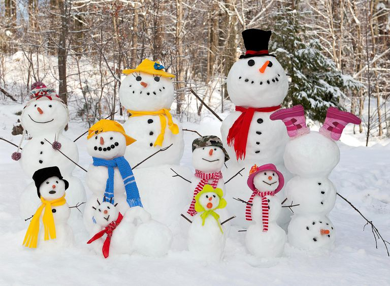 Snowman Family AdobeStock_77917014