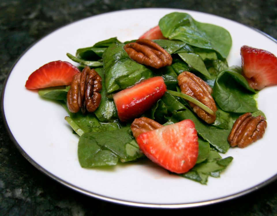 Spinach Salad With Strawberries and Pecans