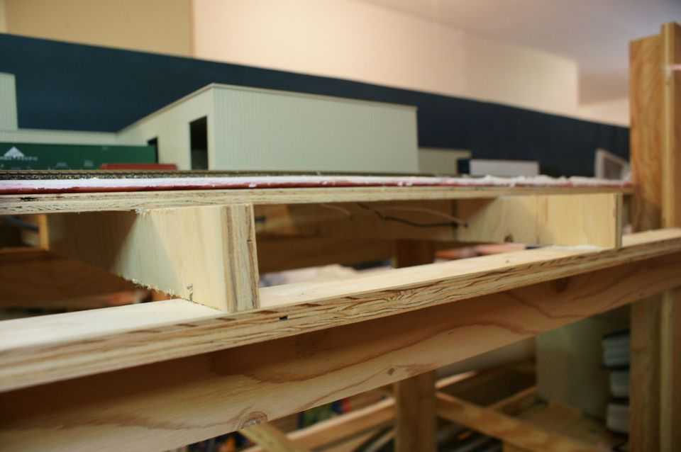 L-girders, cross-braces, legs, and subroadbed components can all be made from plywood, or other materials can be used.
