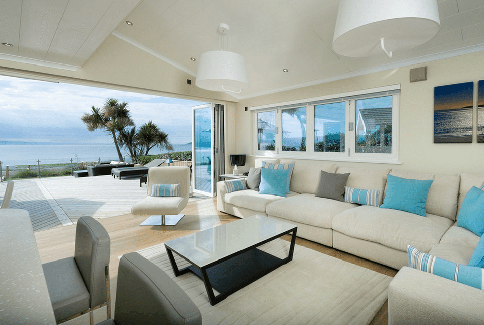 20 beautiful beach house living room ideas for Modern beach house furniture