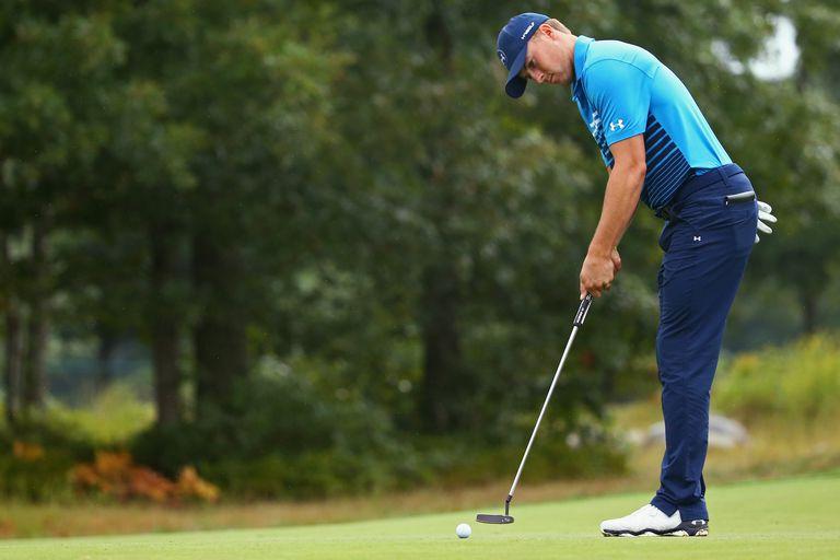 Jordan Spieth practicing putting prior to the Deutsche Bank Championship