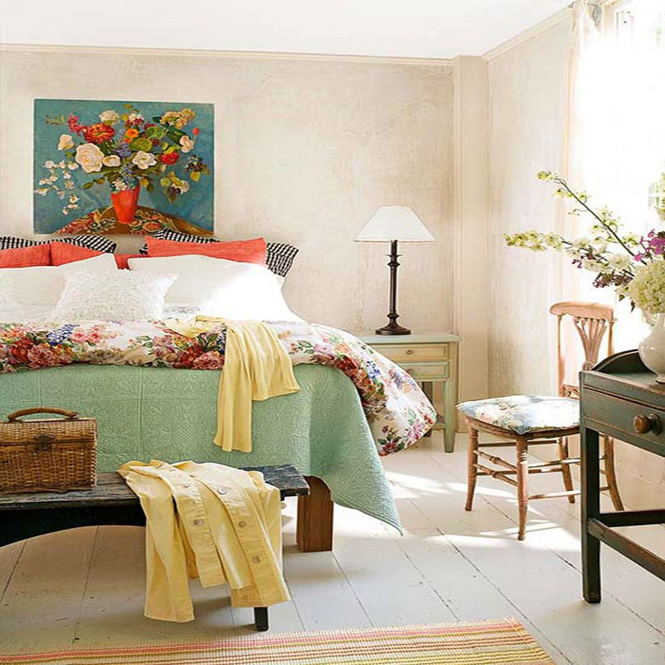 English Country Bedroom photos and tips for decorating a country style bedroom