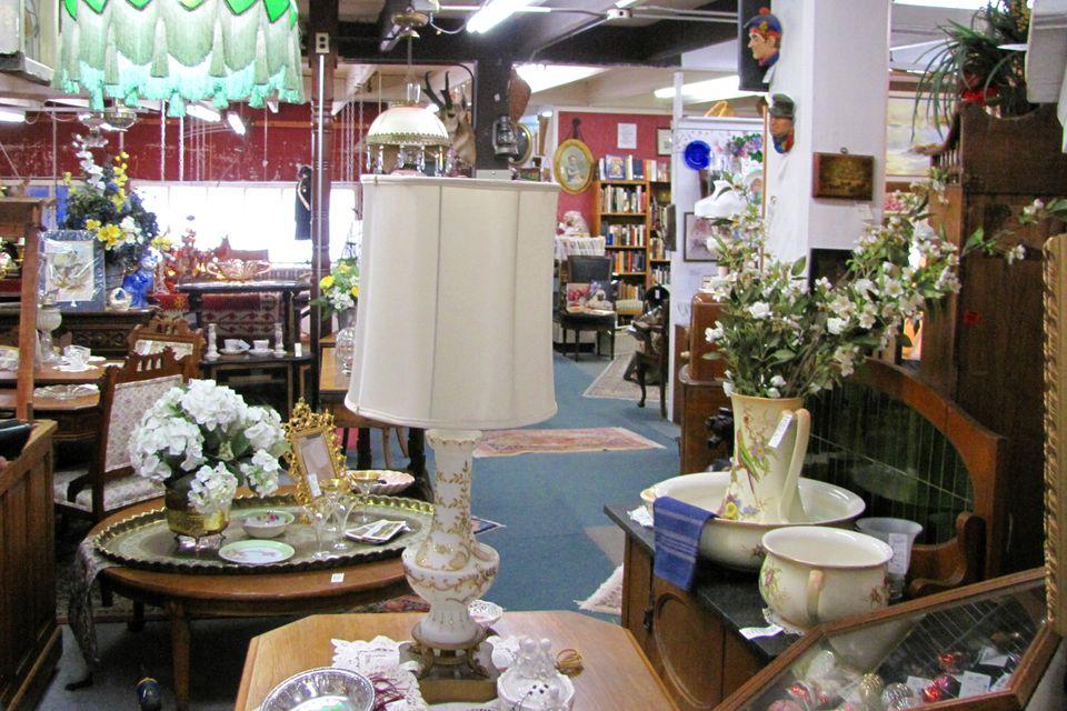 Indoor flea market with permanent booths