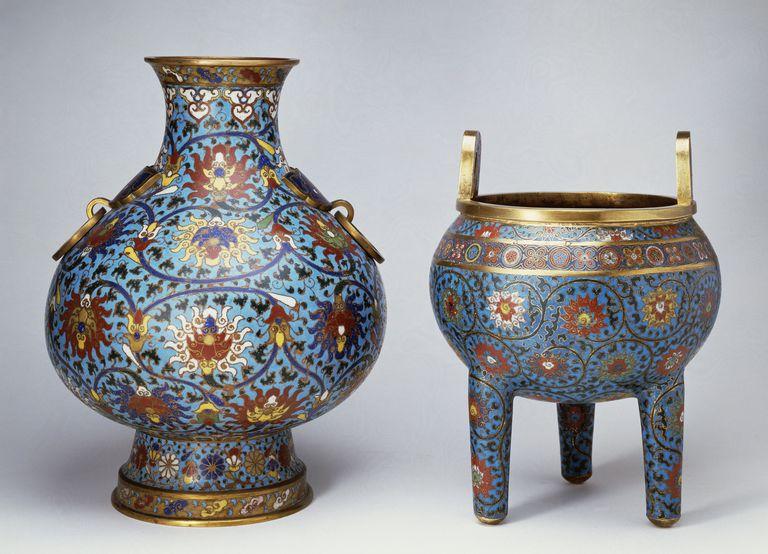 Vase and three-legged incense burner, Ming dynasty. China, 16th century