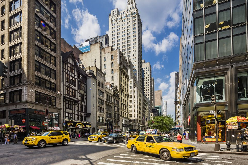 Andaz 5th Avenue Experience Life Unscripted at our Midtown Manhattan Hotel Reflecting the vibrant melting pot of local cultures that make up New York, Andaz 5th Avenue puts you at the heart of the city and invites you to live life like a local.