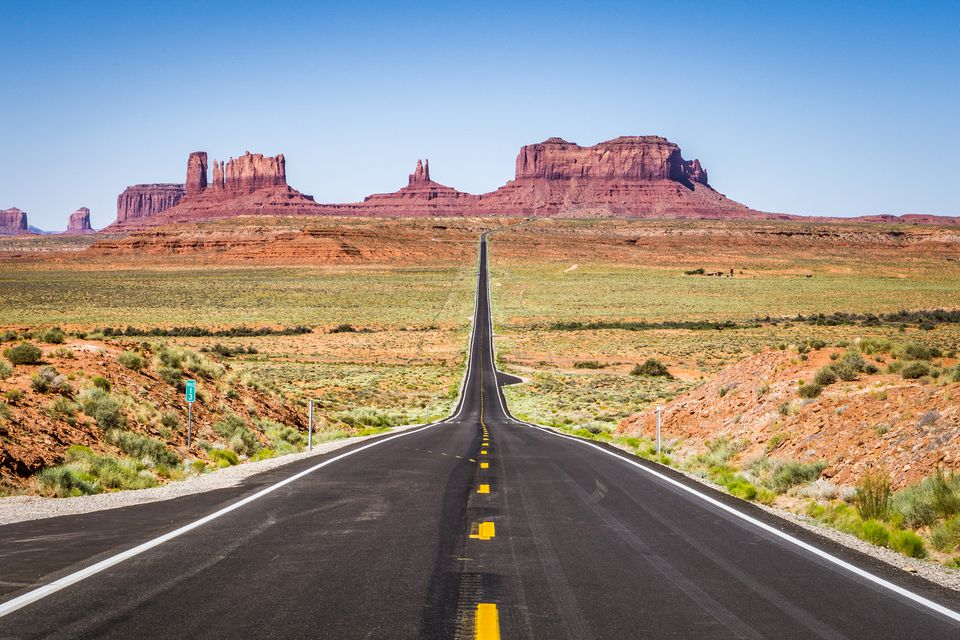 Road leading to Monument Valley, Utah, America, USA