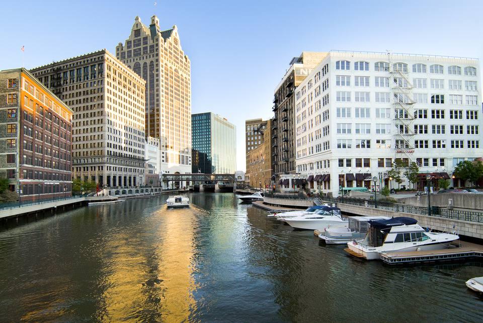 Milwaukee River and River walk
