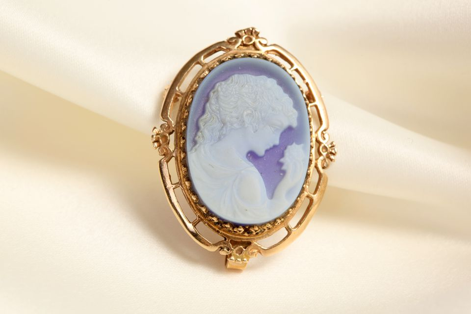 How To Identify Cameo Jewelry
