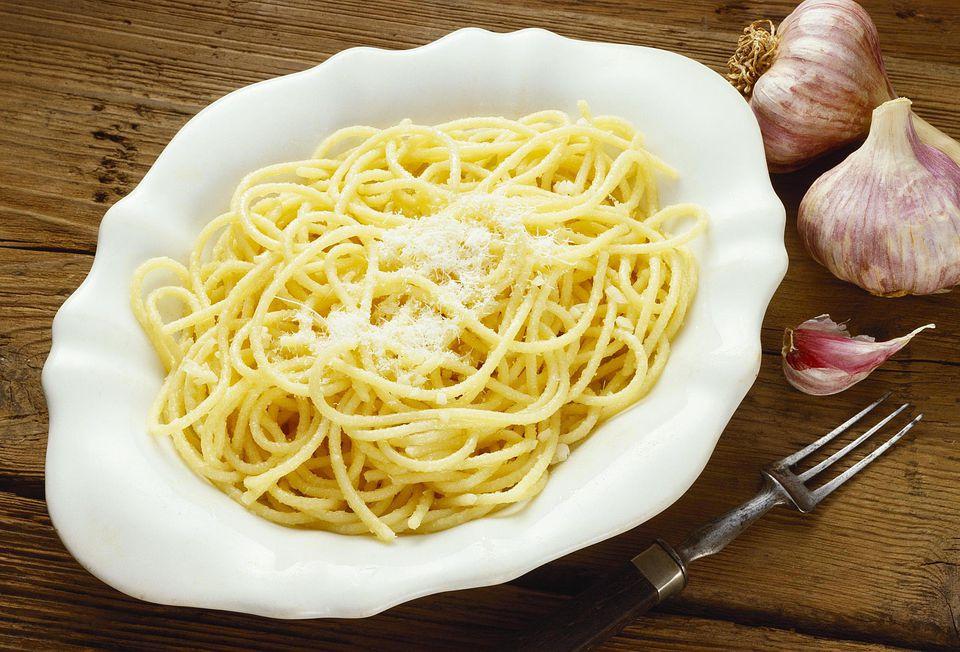 Spaghetti aglio olio (spaghetti with oil and garlic, Italy)