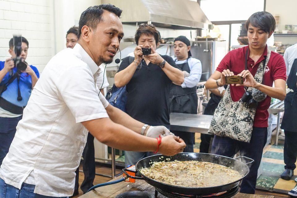 Chef Sau del Rosario preparing sisig paella