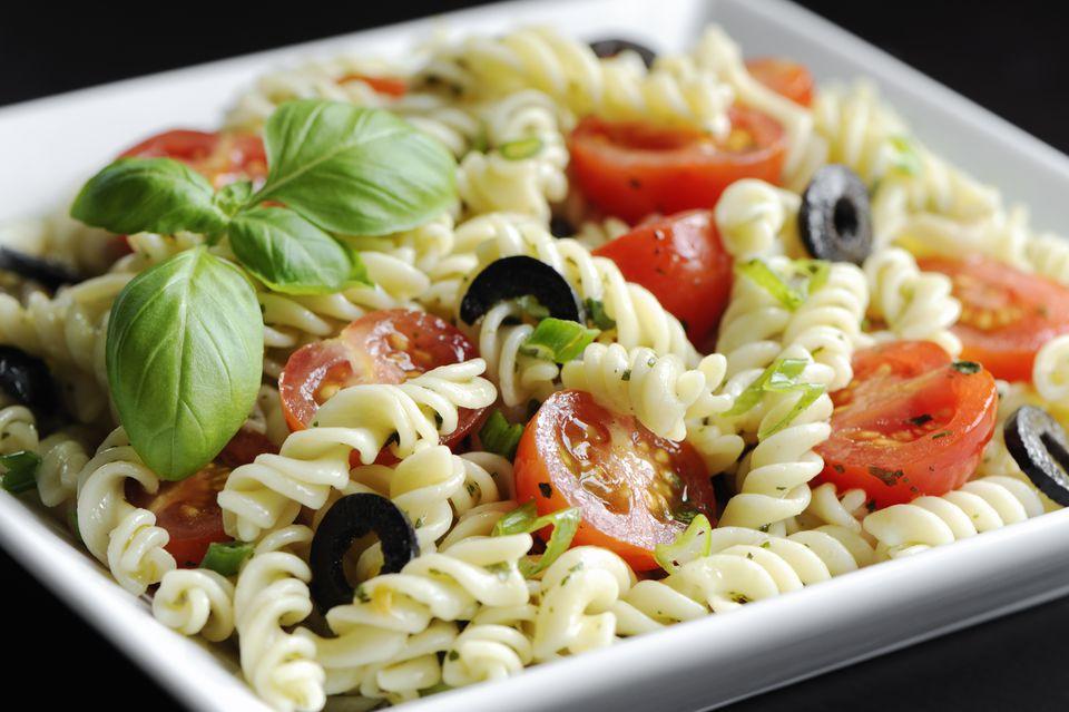 Easy vegetarian and vegan italian pasta salad recipe italian pasta salad recipe fusilli pasta salad forumfinder Images