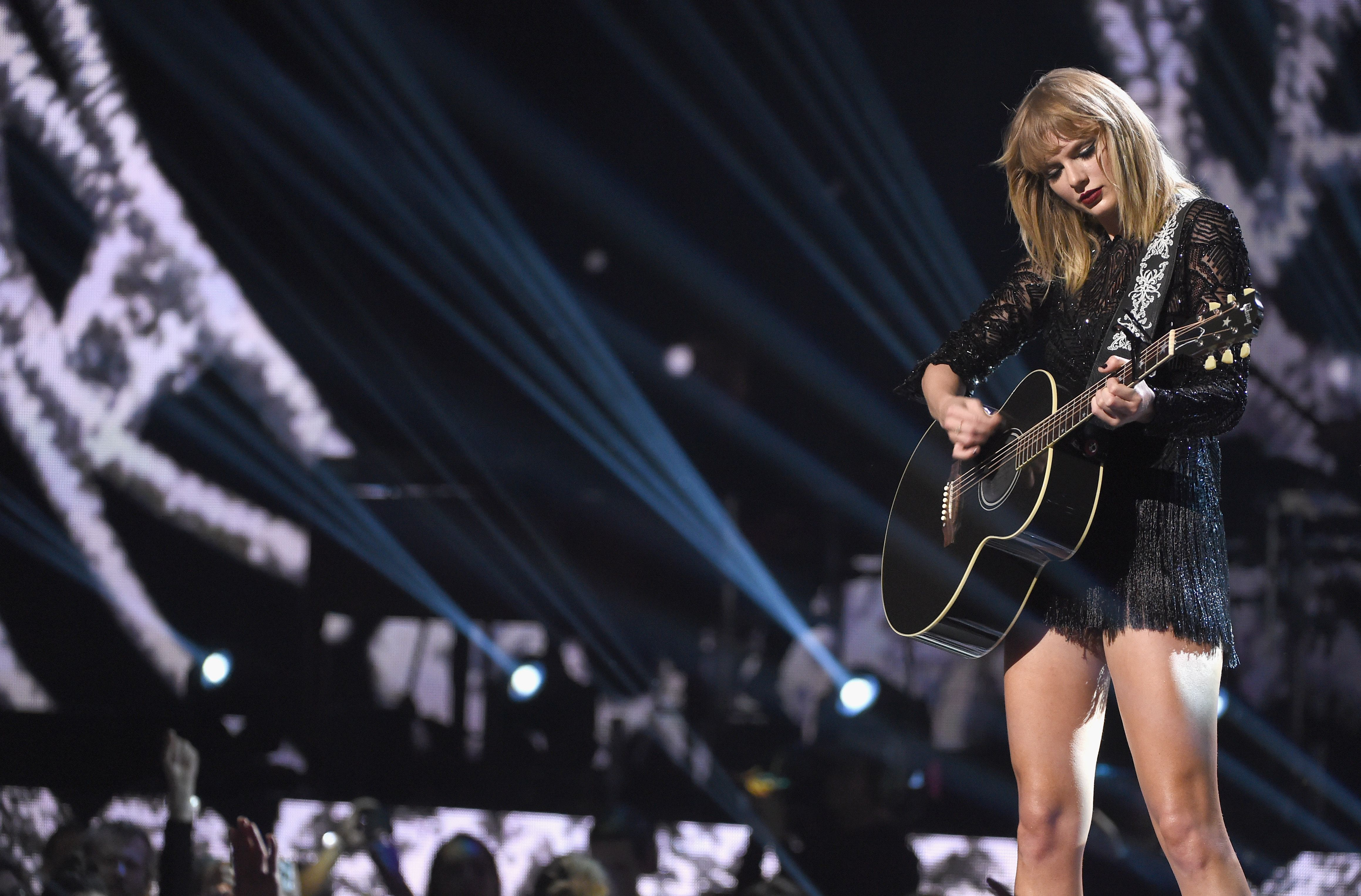Taylor swift chords lyrics includes tim mcgraw taylor swift chords 2017 directv now super saturday night concert in houston taylor swift performance hexwebz Images