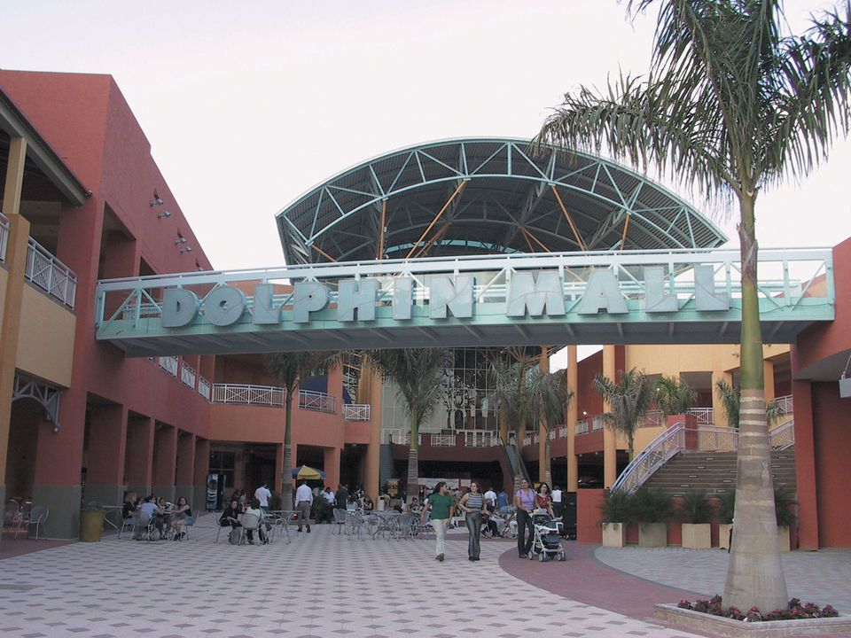 Dolphin Mall entrance