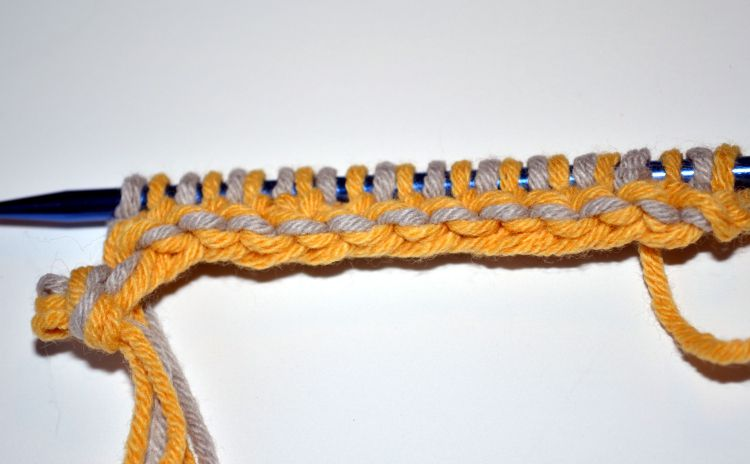 Knitting With Two Colors At The Same Time : Double knitting technique two layers at the same