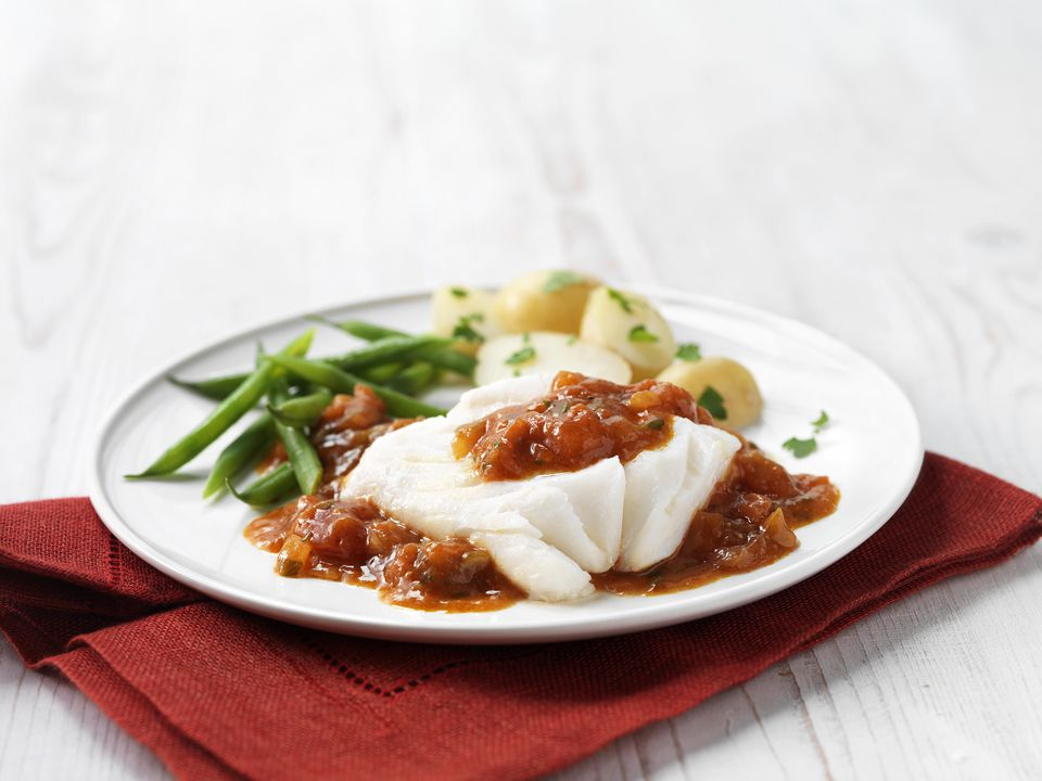 Cod fillet in tomato sauce with green beans and new potatoes