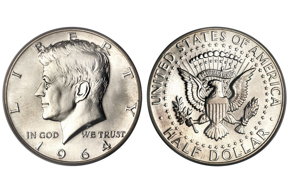 The obverse and reverse of a United States Kennedy half-dollar.