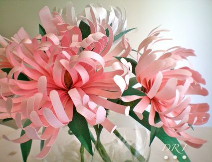 11 beautiful diy paper flower tutorials pretty diy paper flowers for your home beginner paper crafts solutioingenieria Choice Image
