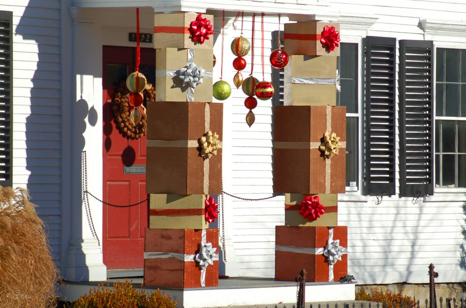 how to decorate your home to look expensive 25 outdoor christmas decoration ideas in pictures 13714