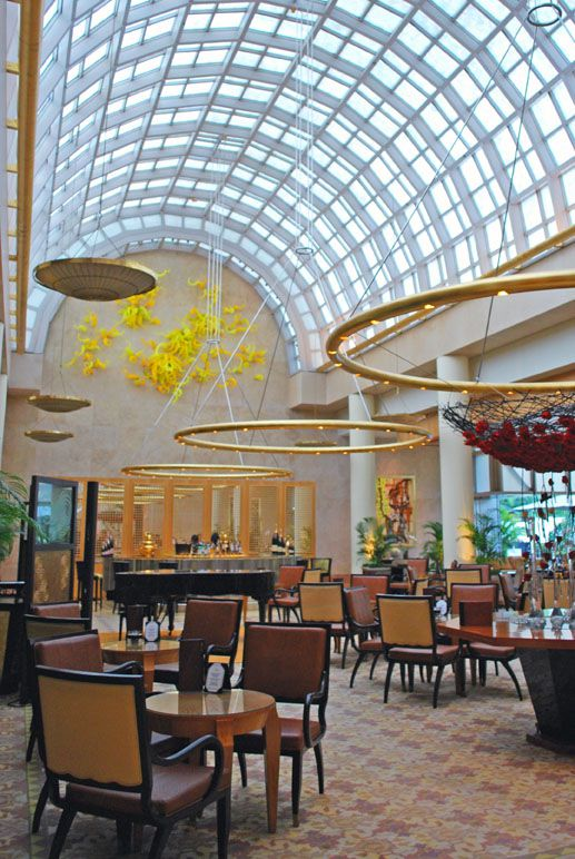 """Dale Chihuly's """"Sunrise"""" hanging over the Chihuly Lounge, Ritz-Carlton Millenia, Singapore"""