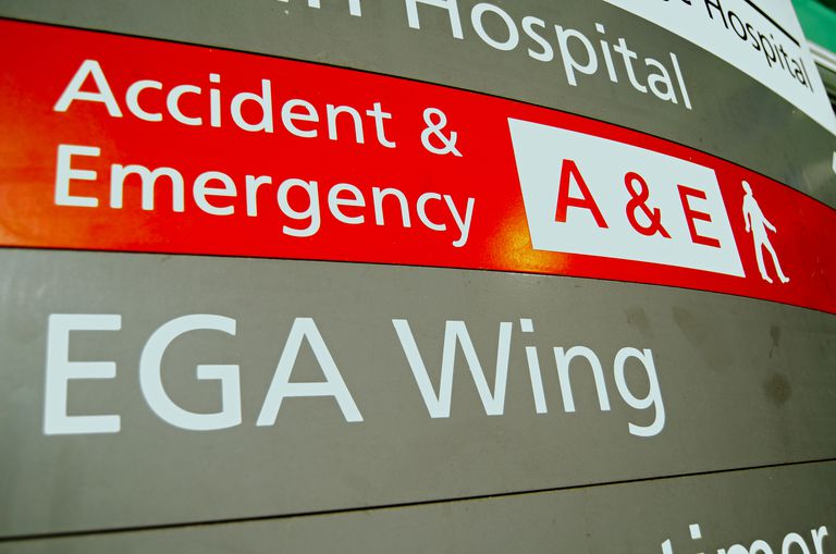 accident and ermgency sign at trauma center