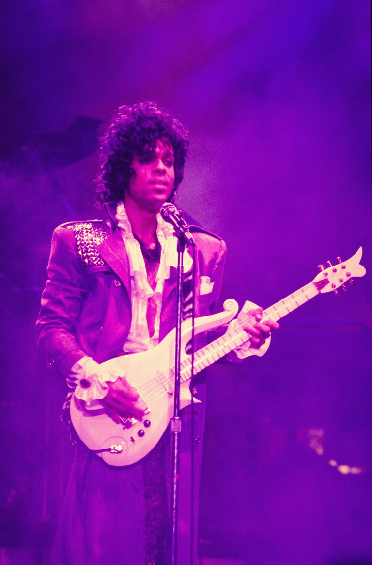 prince singles Pop/r&b legend prince died earlier today (april 21) at age 57 here's a look back at his 40 biggest hits on the billboard hot 100 chart.