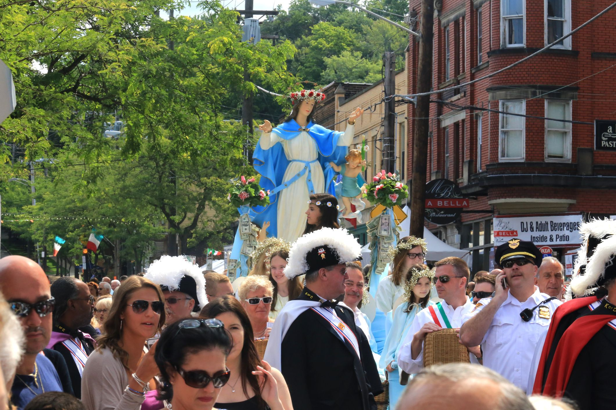 Cleveland's Feast of the Assumption in Little Italy