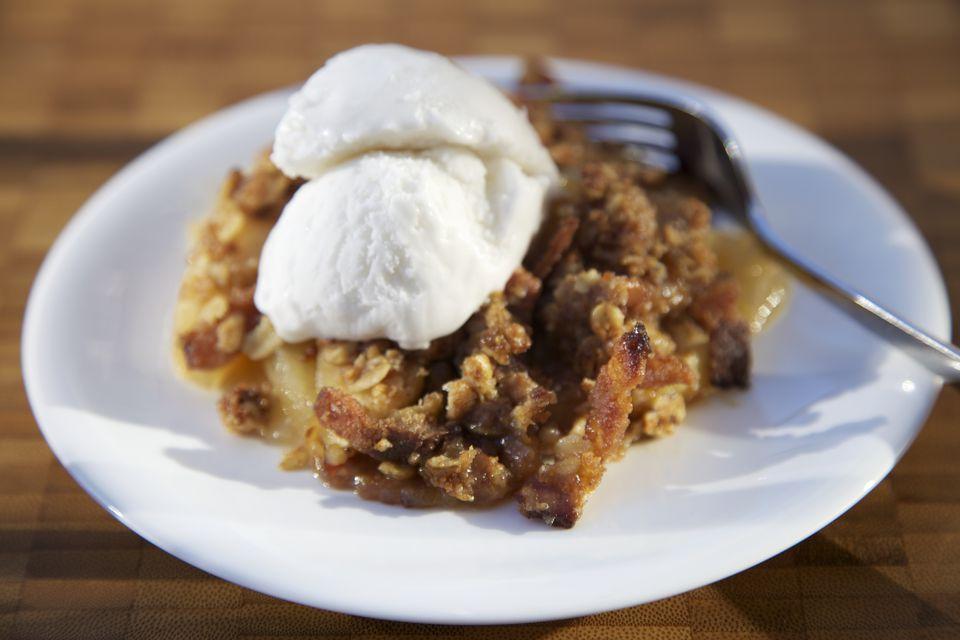 Apple crisp dessert