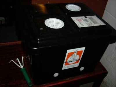plastic worm bin