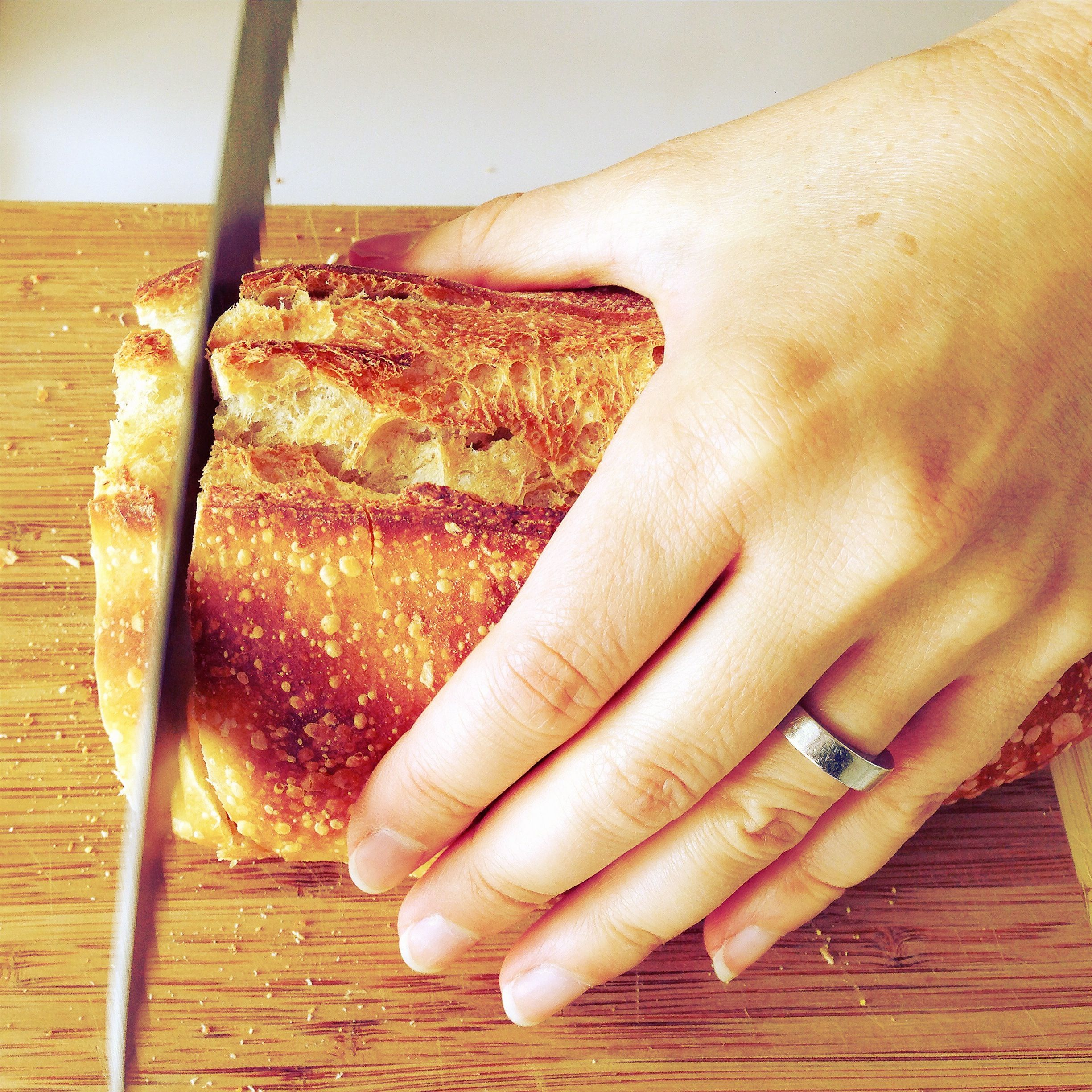 What Knife Is Best For Slicing Bread