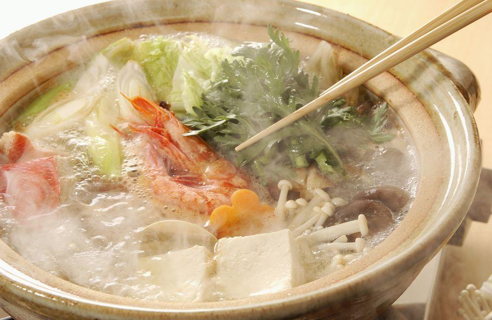 A bowl of yosenabe