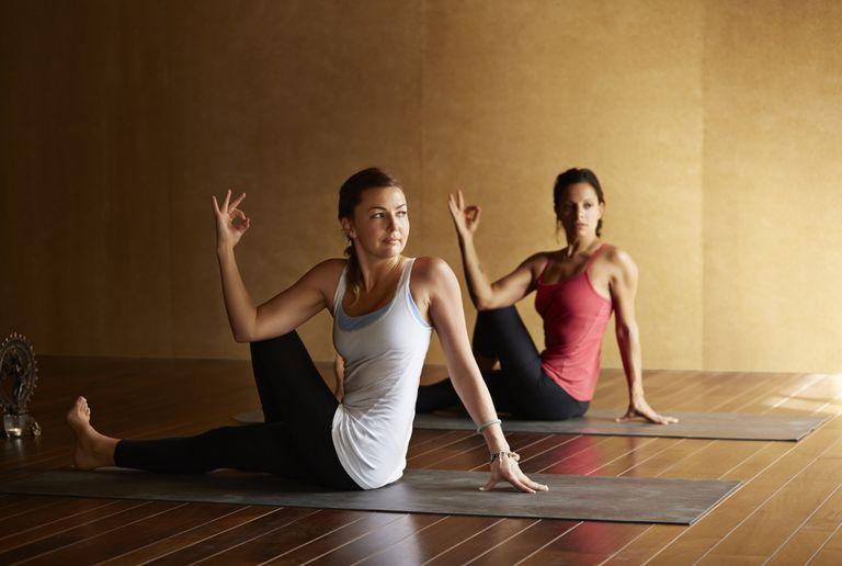 yoga clase torsión twist