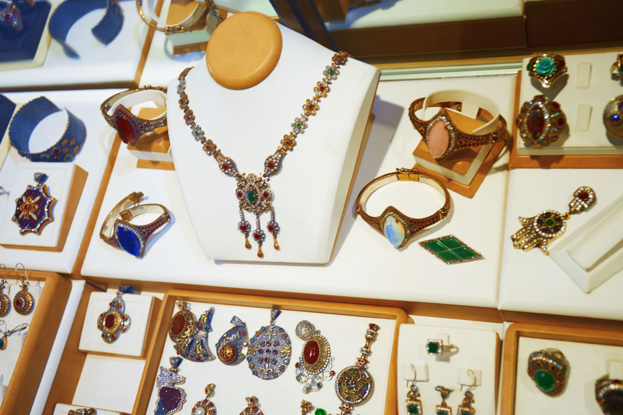 how to sell jewelry to stores