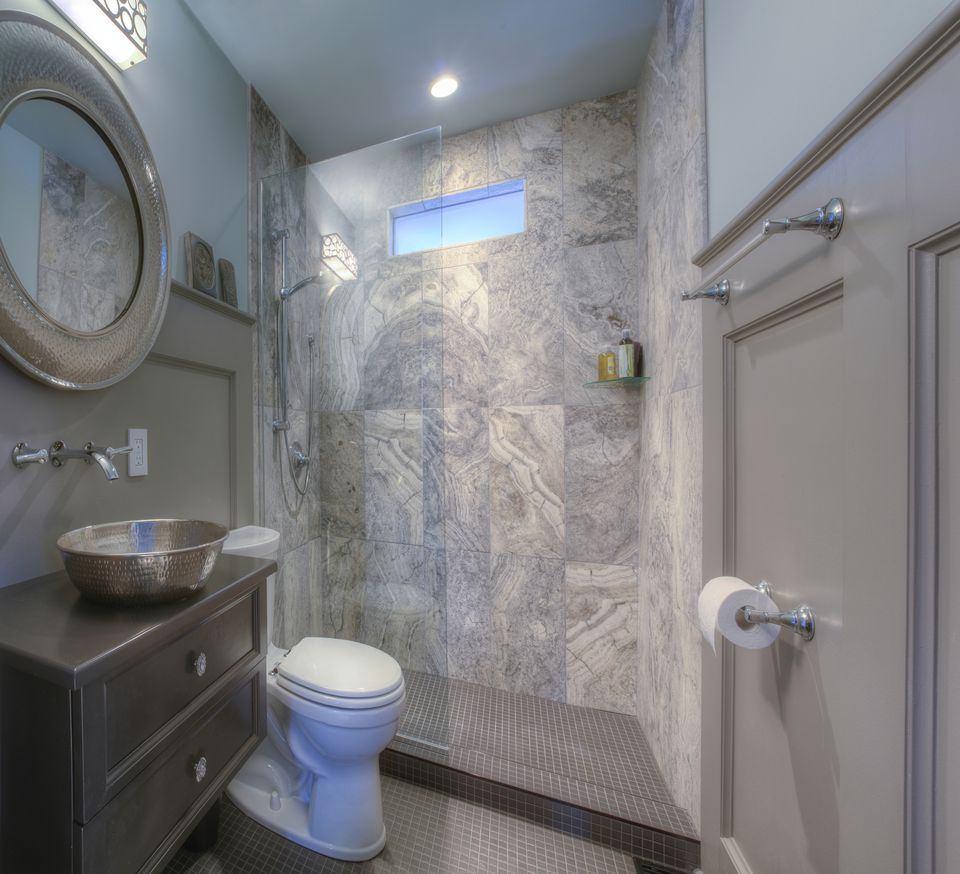 25 killer small bathroom design tips for Really small bathroom remodel ideas