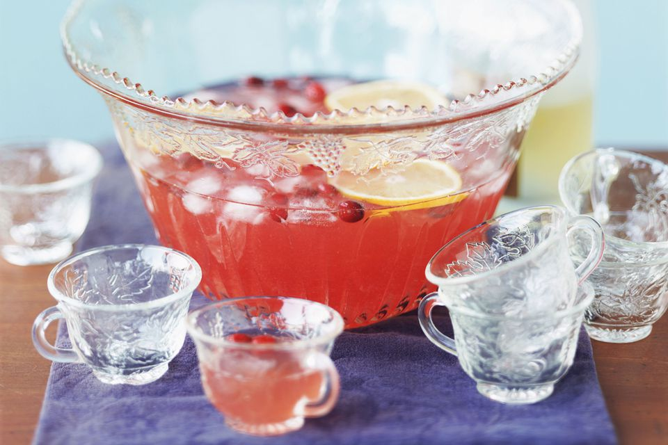 Easy champagne punch recipe with pomegranate for Easy fruity mixed drinks