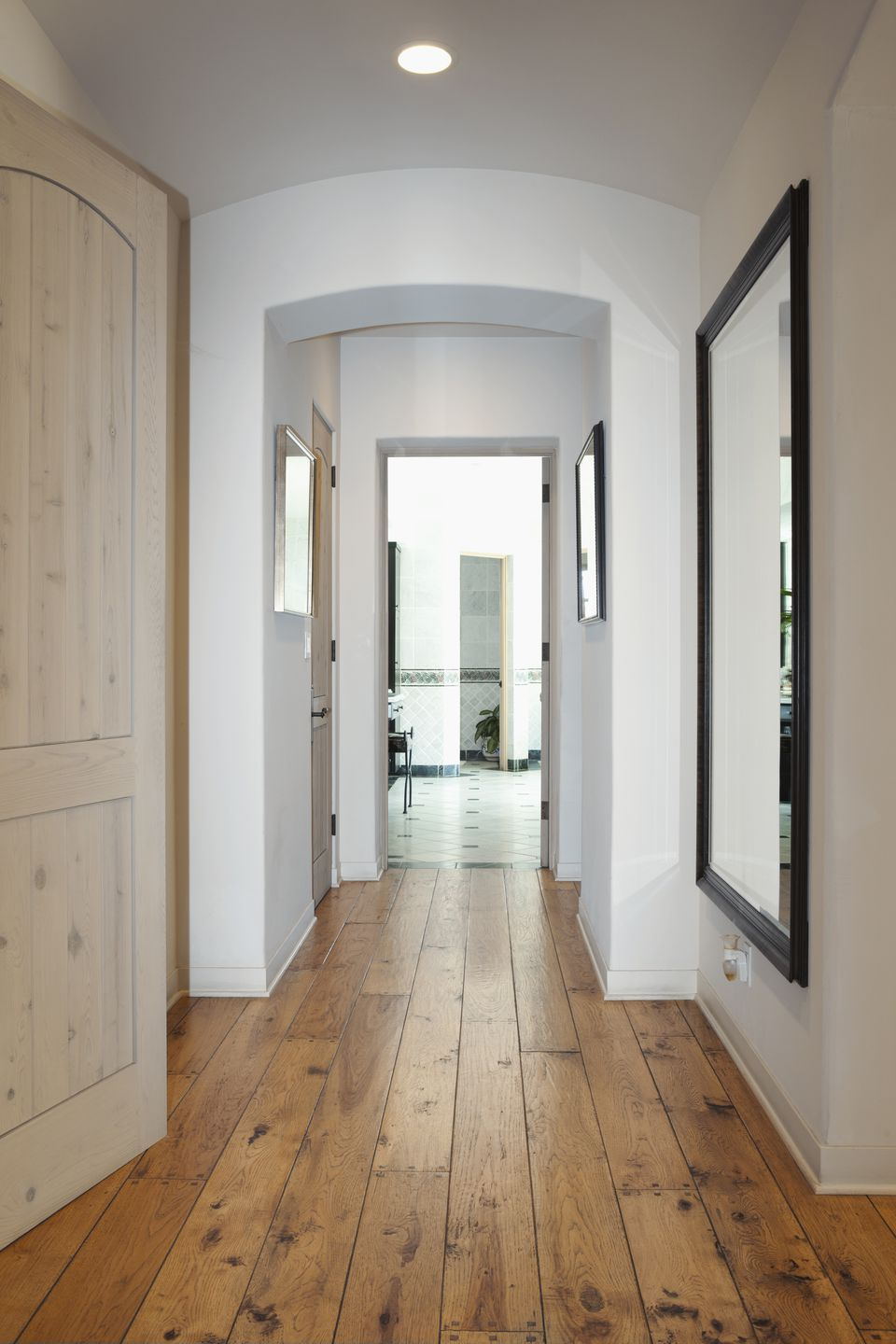 Feng shui tips for a long hallway in a home of business for Hallway photos