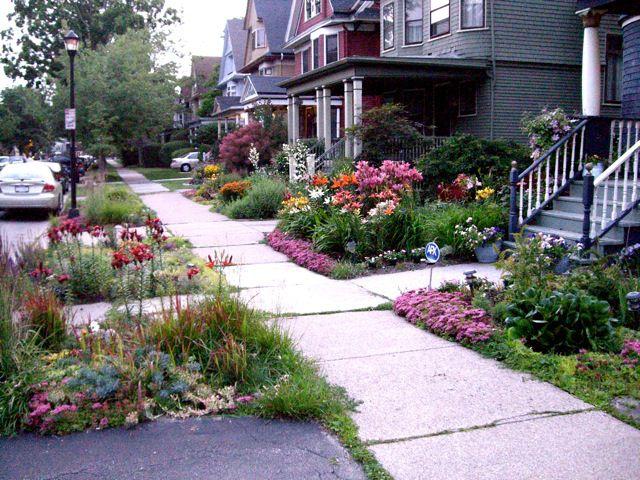 Creative sidewalk gardens for Flower garden designs front yard