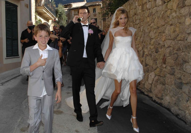 7 of the best supermodel wedding dresses of all time anja rubik wedding dress junglespirit Image collections