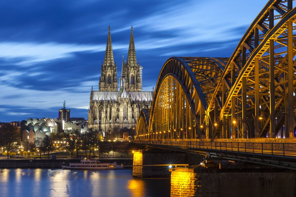 guide to the cologne cathedral in germany. Black Bedroom Furniture Sets. Home Design Ideas