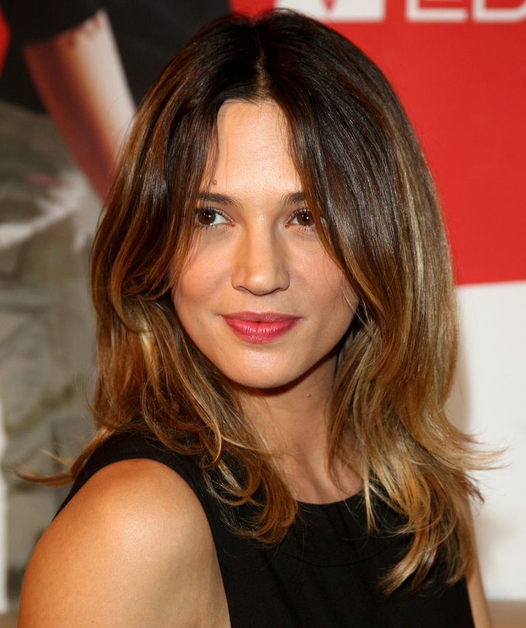 16 Flattering Haircuts For Long Face Shapes