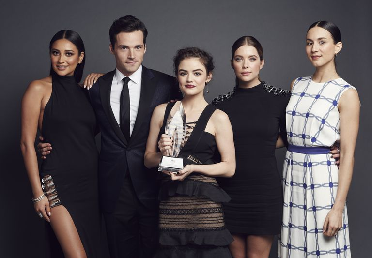 The cast of 'Pretty Little Liars' at People's Choice Awards 2016