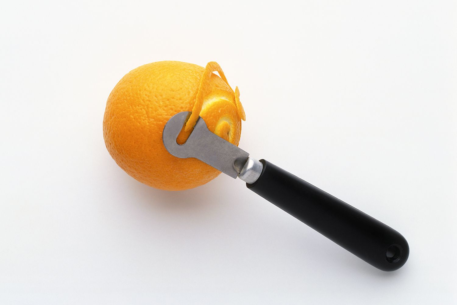 how to cut basic citrus fruit garnishes for drinks