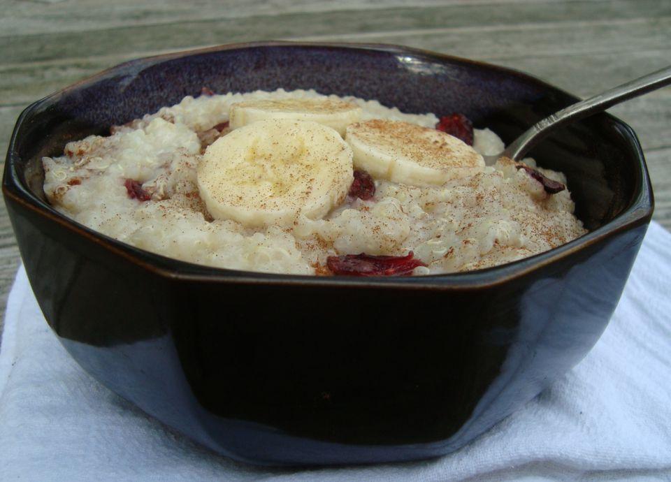 Quinoa pudding recipe with bananas and raisins or cranberries