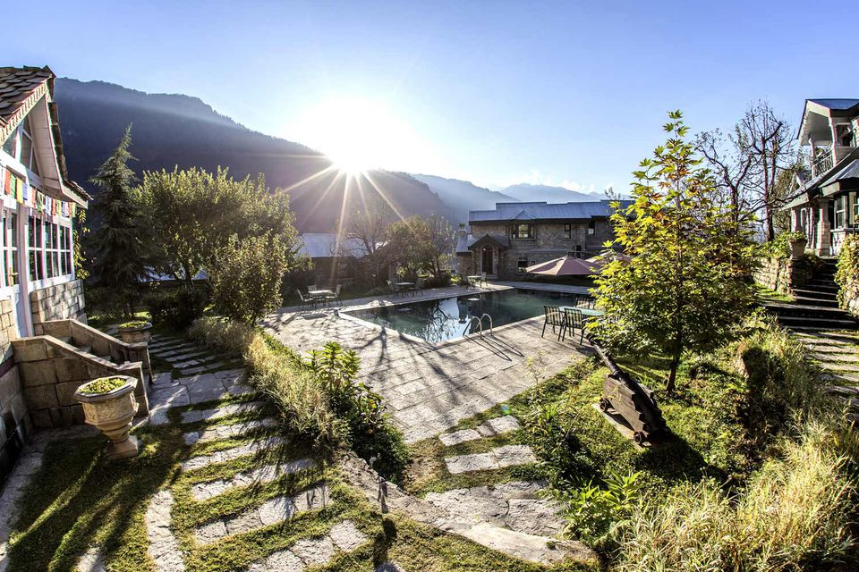 12 top spa resorts in the himalayas in india for Hotel spa resort near me