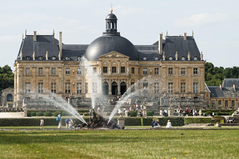 Near paris vaux le vicomte chateau for Chateau hotel paris