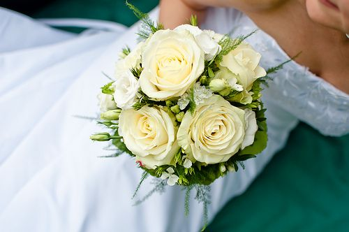 White bridal bouquets classic and elegant small bridal bouquet junglespirit Choice Image