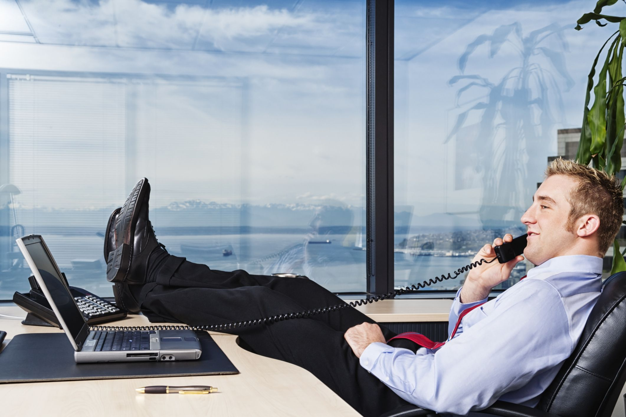 how to manage lazy employees