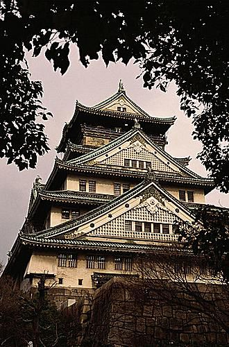 Osaka Castle, stands today in the heart of Osaka City.
