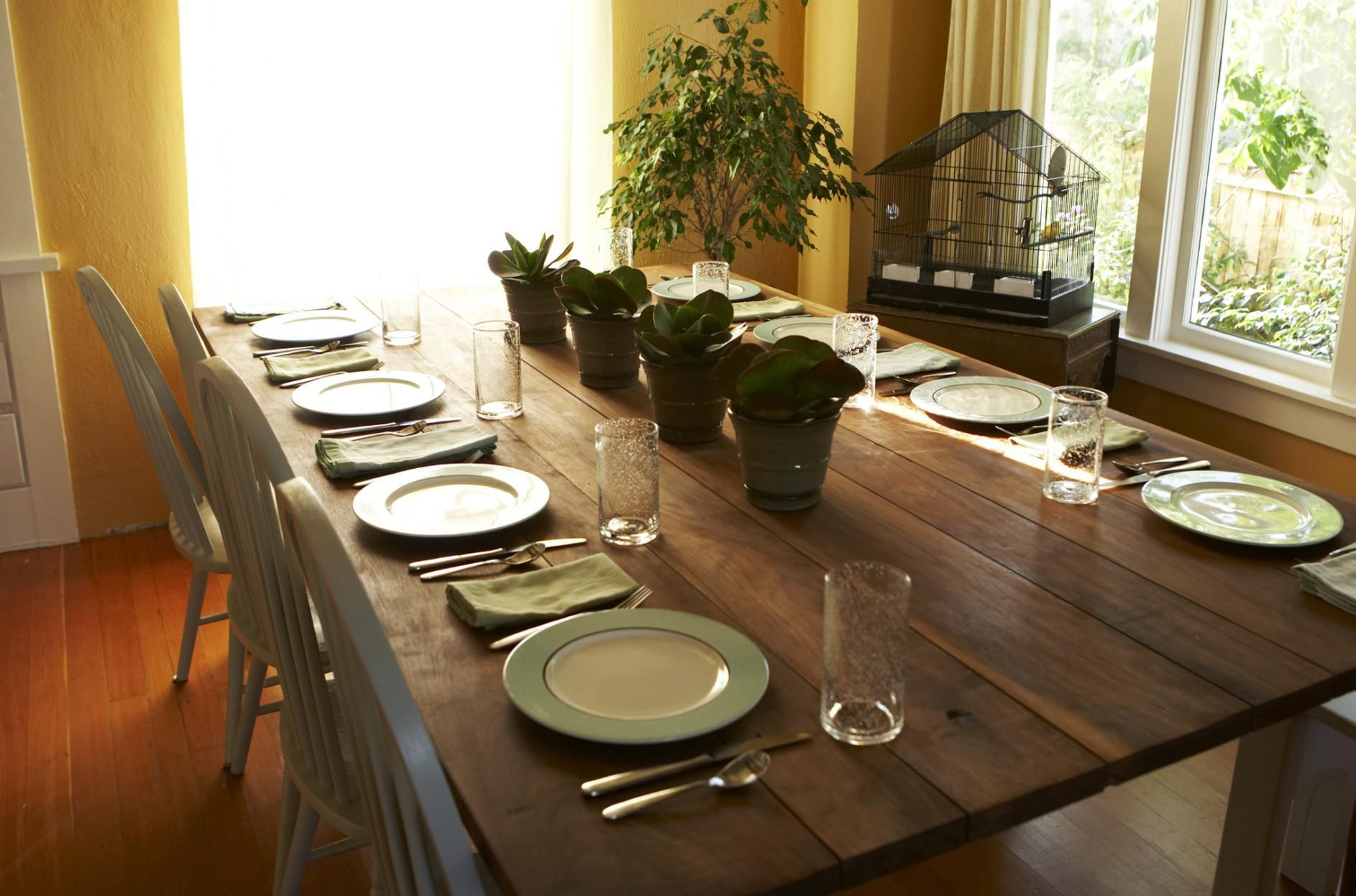 How to furnish a small dining room - De que color pintar el comedor ...