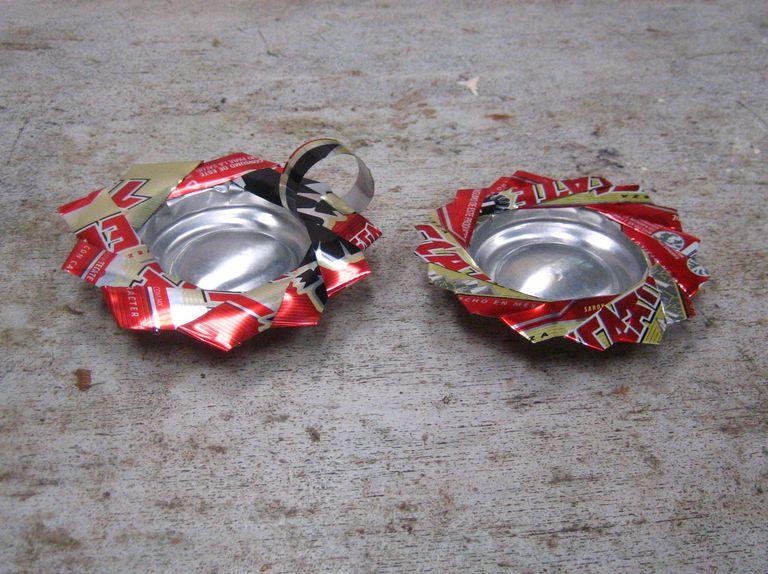 Cenicero y portavelas de lata reciclada